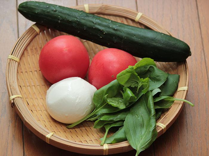 トマトとモッツァレラチーズの冷製パスタ  材料