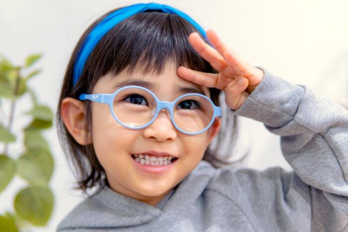 【はじめてのこどもメガネ】フレーム、レンズ、お店選びのポイントは?