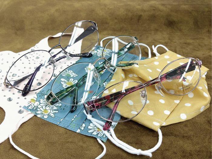色柄物のマスクとメガネ シニアのマスクとメガネ 女性のマスクに合わせる眼鏡