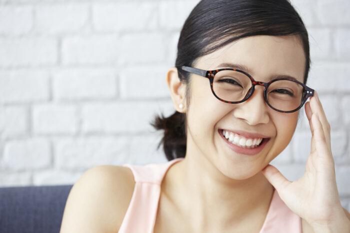 【似合うメガネ選び】「似合うメガネ」とは「笑顔が素敵なメガネ」です。