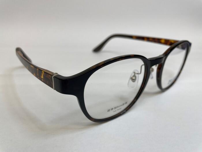 メガネフレームの素材 遠近両用 疲れ目 メガネ選び ウルテム