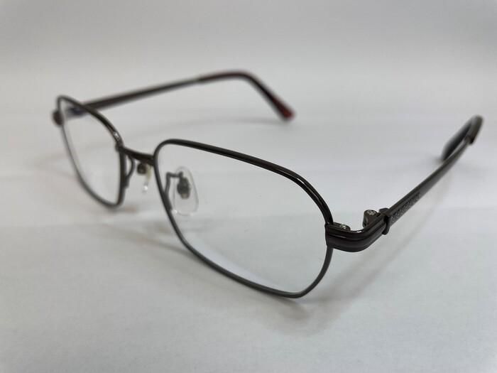 メガネフレームの素材 遠近両用 疲れ目 メガネ選び 金属