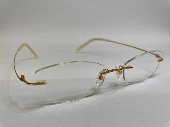 メガネフレームの素材 遠近両用 疲れ目 メガネ選び 金