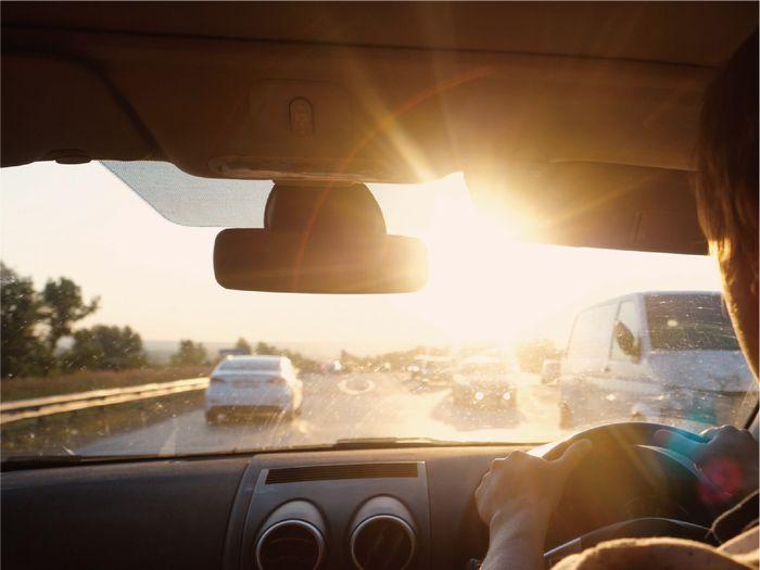 車通勤 秋冬の車通勤 朝日が眩しい 夕日が眩しい サングラス